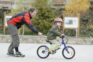ensenar-montar-bici-nino_thumb_e