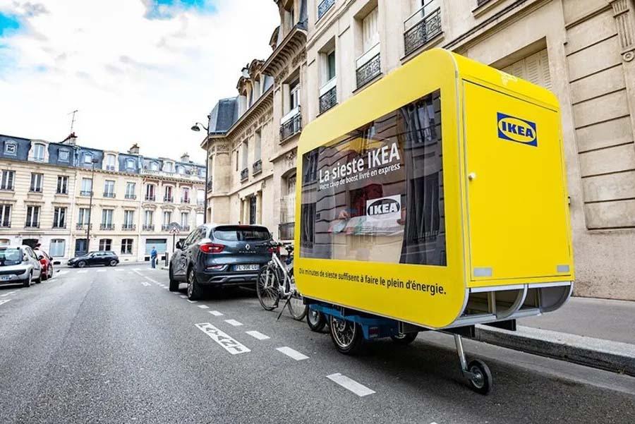 IKEA sorprendió a la capital francesa con cápsulas itinerantes para dormir la siesta gratis.